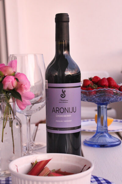 Aroniju vīns, pussalds, alc. 11 tilp.%, 750 ml