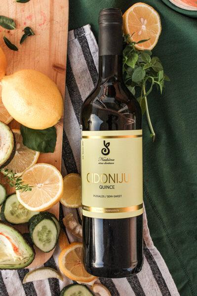 Cidoniju vīns, pussalds, alc. 11 tilp.%, 750 ml